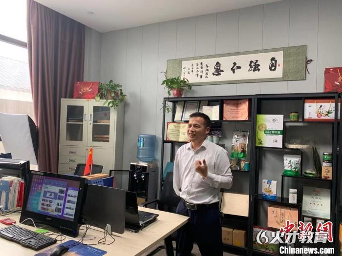 唐乾江在接受记者采访 钟爽 摄